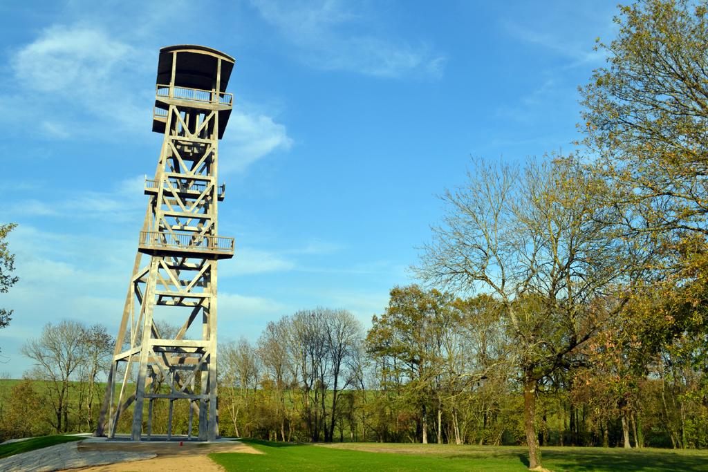 16 vouvant pr s de le chevalement de l ancienne mine de charbon d epagne ferm e en 1948 1
